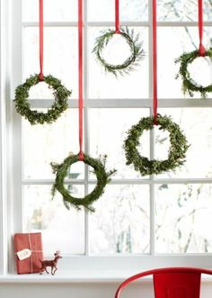 Window decoration for Christmas - beautiful subtle and great examples - fensterdeko - noel Christmas Kitchen, Noel Christmas, Christmas Balls, Simple Christmas, Christmas Wreaths, Christmas Ornaments, Christmas Windows, Modern Christmas, Scandinavian Christmas Decorations