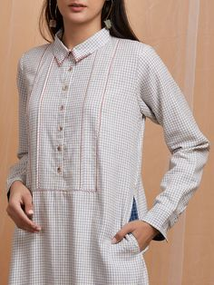 Sewing clothes women patterns blouses summer tops 58 Ideas for 2019 Tunic Designs, Kurti Neck Designs, Kurti Patterns, Blouse Patterns, Sewing Clothes Women, Clothes For Women, Kurta Cotton, Embroidery Suits Punjabi, Long Blouse