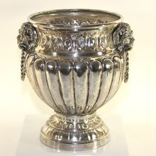 Vintage silver plate champagne/wine bucket with lion's handles