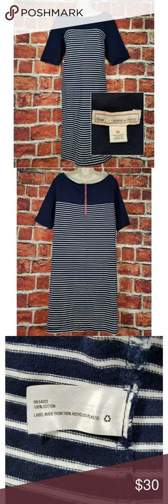 GAP Scoop Neck Dress GAP Dress  Excellent Condition See all 7 Pictures Measured in inches laying flat:  Size: XL Across Chest: 21 Length: 38 Hips: 23.5 Bottom Hem: 24 Sleeve: 12.5 GAP Dresses Midi