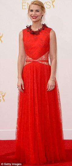 Claire Danes' Emmys 2014 Date: Hubby Hugh Dancy, Of Course!: Photo Claire Danes is looking ravishing in her red dress while attending the 2014 Emmy Awards held at the Nokia Theatre L. Live on Monday (August in Los Angeles. Claire Danes, Red Lace Gown, Red Gowns, Elle Fashion, Star Fashion, Fashion Trends, Glamour, Kim Kardashian, Haute Couture Gowns