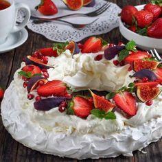Christmas Pavlova Cake