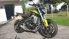 YAMAHA MT-09 FACTORY LINE ROSSI LIMITED personnalisée par HotCover64, le spécialiste sticker et covering autos motos des pyrénées atlantiques.