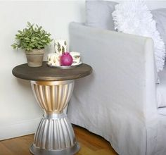 Read our clever DIY home décor guide! Discover ten creative ways common dollar store finds can make you the perfect faux high-end pieces for any space. Diy Crafts For Home Decor, Decor Room, Home Ideas Decoration, Home Craft Ideas, Wall Decor, Diy Decorations For Home, Diy House Decor, Diy Room Decor Videos, Diy Crafts Room Decor
