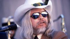 https://www.yahoo.com/music/leon-russell-renowned-songwriter-musician-155900992.html