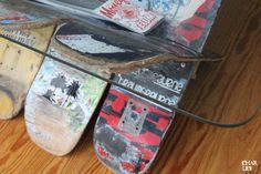 Das Möbelstück für Skater. Ein aus abgefahrenen Skateboards gebauter Glas-Tisch, der sowohl in Sachen Funktionalität als auch im Design überzeugt.