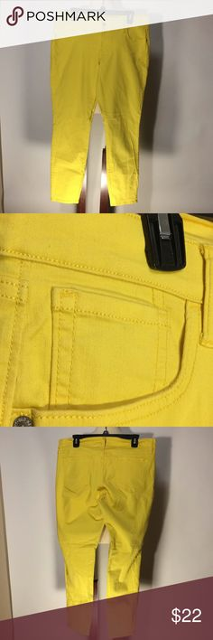 "Old Navy Rockstar Yellow Jeans Sz 16 Old Navy Rockstar Stretchy Jeans Sz 16. The color is closer to a mustard yellow than the color being picked up by my phone. Inseam 27"". In excellent condition. Old Navy Jeans Ankle & Cropped"