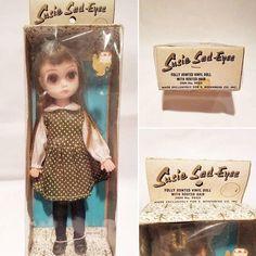 OMG! Gané la subasta de una Susie Sad Eyes NRFB!  Aún no me la creo y ahora el dilema es: la saco o no la saco?  Grrrrr 😍  _______________________ #Sonydolls #dollphotography #dolls #muñeca #poupée #susiesadeyes #margaretkeane #70s #vintage #nrfb #funworld #sadgirl #vintagedoll #vintagetoy #preblythe #artdoll #blythe #dollartist #dolly #treasure #bigeyes #ilovemyjob #ilovedolls #dollcollector #dollstagram #dolllover #bigsadeyes #babyface #susieslicker #soulsister