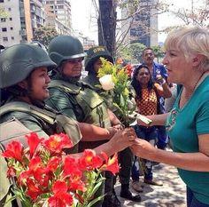 """""""17M"""": Madres venezolanas rezaron un rosario en el muncipio Chacao por el país"""