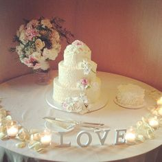 Love is in the Air - beautiful Wedding Cake and Grooms Cake