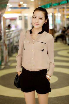 blusa bege e short soltinho