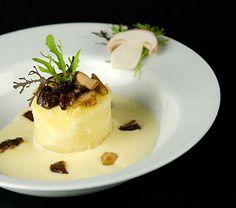 Pommes de terre au four farcies aux cèpes et à la crème d'ail