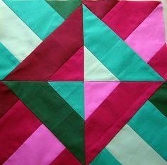 """TRIÂNGULOS DESENCONTRADOS Existem """"n"""" maneiras de se criar um bloco de patchwork e aqui apresentarei blocos em triângulos de maneira fá..."""