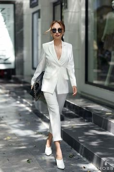 Street style trends - by sheisrebel. Black And White Outfit, White Outfits, Classy Outfits, Trendy Outfits, Fashion Outfits, Work Outfits, Dress Black, Dress Fashion, Fashion Clothes