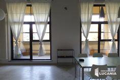 Via Caviglia, in zona Corvetto a Milano, affittiamo moderno Loft arredato, inserito in contesto postindustriale di recente realizzazione e antistante a parco pubblico. Compreso Box.
