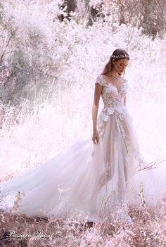 Nuova collezione vestiti da sposa Galia Lahav 2018 in esclusiva da Passaro Sposa in Campania. Guarda le foto degli abiti da sposa Galia Lahav 2018.
