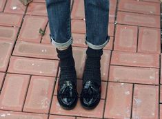 Death By Elocution Loafers With Socks, How To Wear Loafers, Loafers Outfit, Wedge Loafers, Socks And Heels, Loafers For Women, Penny Loafers, Death By Elocution, Denim Fashion