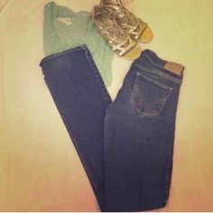 Hollister dark wash jeans Great condition! No fading or tears. Size 5 LONG. W 27 L 35. SoCal stretch. 98% cotton 2% spandex. Bootcut. Hollister Jeans Boot Cut