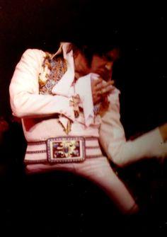 Elvis at his last concert at the Las Vegas Hilton in december 12 1976