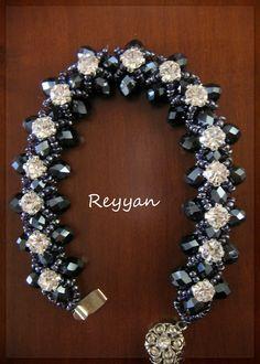 Muhabbet Sofrası: TAŞLI BİLEKLİK Beaded Braclets, Swarovski Bracelet, Seed Bead Bracelets, Diy Bracelets Patterns, Beaded Bracelet Patterns, Beading Patterns, Diy Jewelry, Beaded Jewelry, Handmade Jewelry