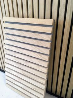Trælameller til den populære stilrene listevæg - KØB DEM HER! Slat Wall, Timber Slats, Wooden Wall Panels, Living Room Designs, Ceiling Design, Wood Slat Wall, Wood Slat Ceiling, Wall Cladding, Wall Paneling