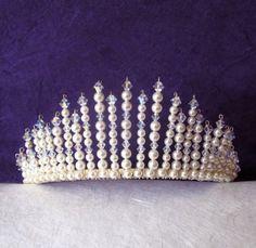 корона своими руками - Поиск в Google Hair Jewelry, Beaded Jewelry, Handmade Jewelry, Beaded Bracelets, Headpiece Wedding, Bridal Headpieces, Tiara Diy, Bead Studio, Beautiful Mehndi Design