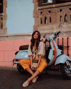Get the Look: Downtown Chic — Modern Personality Image Fashion, Look Fashion, Womens Fashion, Vespa Girl, Scooter Girl, Scooter Vintage, Simson Moped, Puch Maxi, Moda Rock