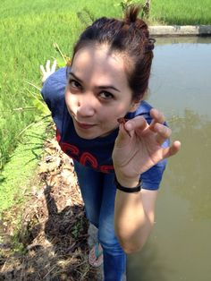 Catching a very rare red dragonfly in a middle of rise field in a town of West Java called Sumedang. Awesome..!