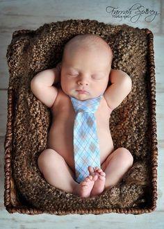 adjustable tie for baby boy newborn photos. Newborn Bebe, Foto Newborn, Baby Boy Newborn, Baby Baby, Baby Poses, Newborn Poses, Newborn Shoot, Newborns, Baby Boy Photos