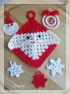 crochet Santa potholder - Just a picture Crochet Christmas Decorations, Crochet Ornaments, Christmas Crochet Patterns, Holiday Crochet, Christmas Knitting, Christmas Diy, Christmas Canvas, Reindeer Christmas, Holiday Decorations