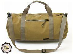tutorial : Safari Duffle Bag in Canvas & Faux Leather by sew 4 home Duffle Bag Patterns, Purse Patterns, Safari, Diy Sac, Craft Bags, Fabric Bags, Duffel Bag, Bag Making, Purses And Bags