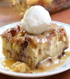 Apple Pie Bread Pudding – Best Recipes Köstliche Desserts, Best Dessert Recipes, Apple Recipes, Delicious Desserts, Desserts With Apples, Health Desserts, Quick Recipes, Plated Desserts, Bread Recipes