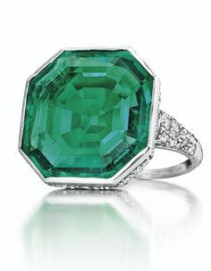 An Art Deco Emerald and Diamond Ring by Cartier Sold for 1135500 on 7 December 2016 at Christies in New York Anel Art Deco, Art Deco Schmuck, Bijoux Art Nouveau, Art Deco Ring, Schmuck Design, Art Deco Jewelry, Fine Jewelry, Jewelry Design, Art Deco Emerald Ring