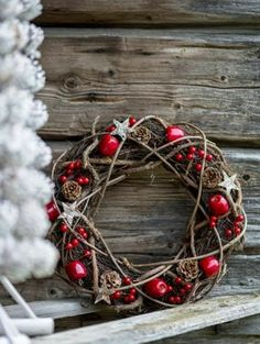 Check Out 23 Rustic Christmas Decor Ideas To Try This Year. Decorating the house for the Christmas holiday in rustic style can be interesting and unique. Noel Christmas, Outdoor Christmas Decorations, Country Christmas, Winter Christmas, Grapevine Christmas, Christmas Ideas, Christmas 2019, Christmas Branches, Primitive Christmas