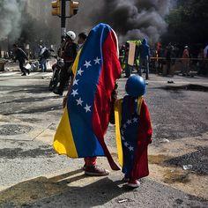 Foto de @viewvzla Nos volver a la lucha es seguir adelante    Hoy se cumplen 123 días de manifestaciones en contra del gobierno de Maduro y ahora los días siguen sumándose por el fraude de la Constituyente.  Cada día vale por el futuro de los niños y jóvenes de Venezuela  Avenida Francisco de Miranda  30 de julio de 2017  #30J #30Julio  #NoMasDictadura #ViewVzla #Caracas #SOSVenezuela #AbajoLaDictadura  #ElNacionalWeb#MarchaVenezuela  #ccs #caminacaracas