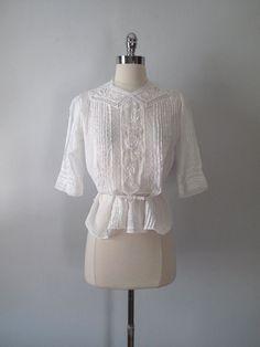 1900 Edwardian Blouse White Cotton by maevintageinc on Etsy Edwardian Era Fashion, Edwardian Clothing, 1900s Fashion, Edwardian Dress, Historical Clothing, Vintage Fashion, Vintage Lace, Vintage Dresses, Vintage Outfits