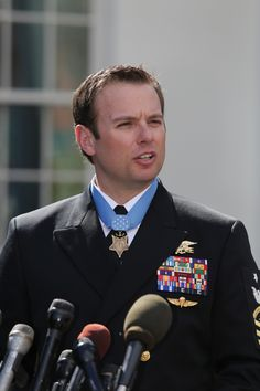 https://flic.kr/p/E7zc5t | 160229-N-ED767-815 | 160229-N-ED767-815 WASHINGTON (Feb. 29, 2016) Senior Chief Special Warfare Operator (SEAL) Edward C. Byers Jr. speaks to media after receiving the Medal of Honor during a ceremony Monday, Feb. 29, 2016, at the White House. Byers received the Medal of Honor for his actions during a hostage rescue operation in Afghanistan in December 2012. (U.S. Navy photo by Oscar Sosa/Released)