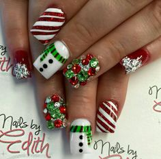 Festive and Fabulous Christmas Nail Art Designs All About Christmas – Fancy Nails Christmas Nail Art Designs, Holiday Nail Art, Winter Nail Art, Winter Nails, Summer Nails, Xmas Nail Art, Snowflake Nail Art, Holiday Candy, Winter Nail Designs