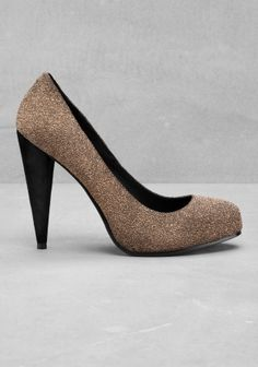 An ultra-feminine leather pump with a gilded metallic texture and a suede-covered heel.