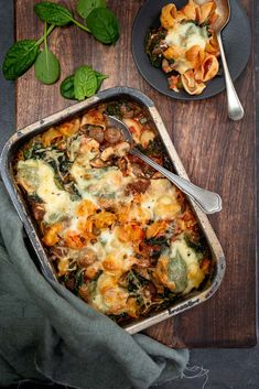 Oven pasta met gehakt en spinazie - Mind Your Feed recipe no meat Prom Hairstyles, Mince Dishes, Quick Meals To Make, Lasagna Recipe With Ricotta, Spinach Benefits, Food Porn, Italy Food, How To Cook Pasta, Pasta Bake