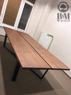 Stół konferencyjny wykonany z drewna sosnowego Wymiary 300x120 cm Konstrukcja stalowa w kolorze czarny mat CENA 4000 PLN