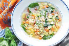 Groentesoep XL, door alle ingrediënten rijkgevuld op z'n Italiaans. Schuif aan! - Recept - Allerhande