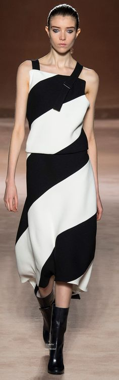 Victoria Beckham Collections Fall Winter 2015-16 collection.                Fs