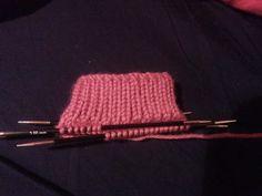 Descripción y materiales para tejer calcetines Slippers, Socks, Tricot Crochet, Quick Recipes, Crochet Baby Boots, Crochet Blocks, Crochet Socks, Knitted Gloves, Slipper