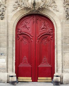 Paris Photography Red Door Paris Print por EyePoetryPhotography