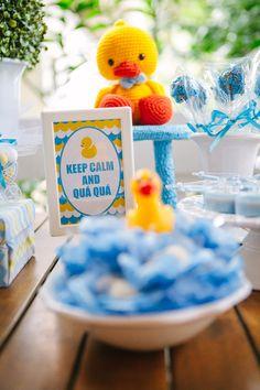 cha de bebe guilherme leo staccioli inspire-14 Ducky Baby Showers, Rubber Ducky Baby Shower, Baby Shower Duck, Summer Birthday, 2nd Birthday, Rubber Duck Birthday, Flamingo Art, Baby Ducks, Childrens Party