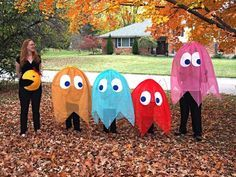 Pacman Family Costume Struggling to find a Halloween costume? Look through this list of 20 Funny Halloween Costumes. Halloween costumes should be fun and easy, too! Pregnant Halloween Costumes, Fete Halloween, Family Halloween Costumes, Easy Halloween, Holidays Halloween, Halloween Crafts, Halloween Decorations, Pac Man Halloween Costume, Family Costumes For 3