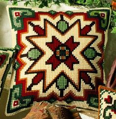 Cross Stitch Pillow, Rubrics, Needlepoint, Bohemian Rug, Projects To Try, Cushions, Diy Crafts, Throw Pillows, Embroidery