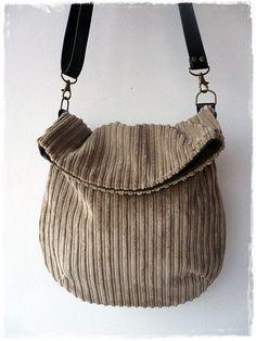 Pana marrón bolsa de mensajero / reciclado de una chaqueta de pana