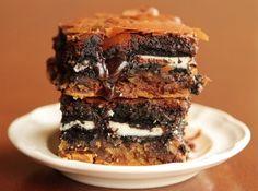 Receita de Brownie de Negresco - brownie e reserve. Pegue dois biscoitos e junte-os com a pasta de amendoim. Coloque os dois biscoitos na forma de cupcake e acrescente a massa...